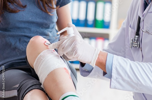 Fototapeta  Patient visiting doctor after sustaining sports injury