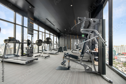 Fotografia Fitness gym on the top floor of a modern building
