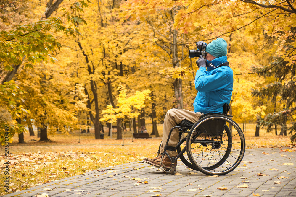 Fototapety, obrazy: wheelchair - disabled photographer in autumn park