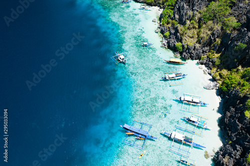 Montage in der Fensternische Blaue Nacht Aerial view of beautiful lagoons and limestone cliffs of El Nido, Palawan, Philippines