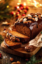 Christmas Gingerbread Cake Cov...