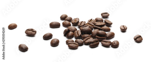 Fotomural Coffee beans isolated on white background