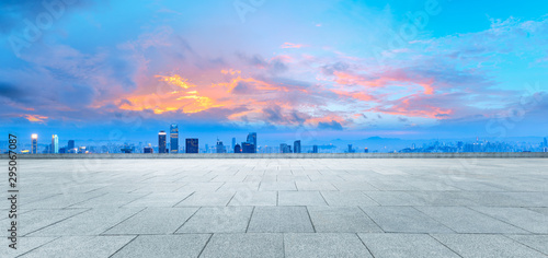 Foto auf Gartenposter Blau Sunset Square Platform and City Skyline in Chongqing
