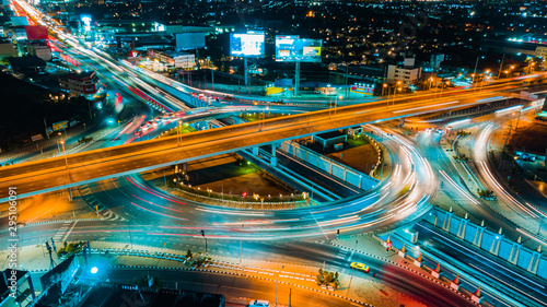 Fotografía Expressway top view, Road traffic an important infrastructure in Thailand