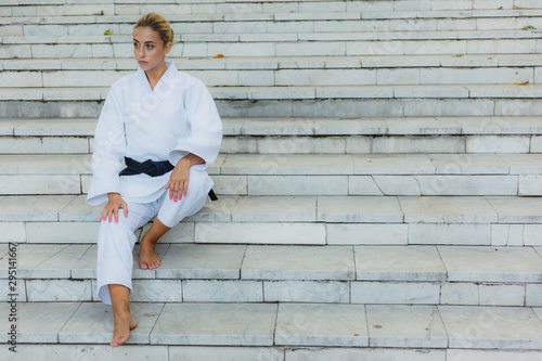 Photo  Young attractive woman in white kimono with black belt