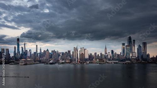 Foto op Aluminium Shanghai Ominous skies over New York City.