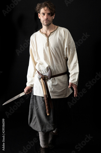 Fotografia Dark-haired man in Viking costume