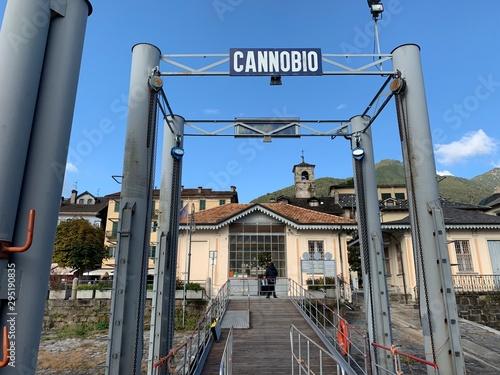Fototapeta  Schiffssteg - Anlegestelle Cannobio am See Lago maggiore in Italien - Piemont