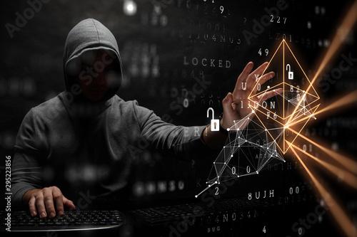 Fotografía  Hacker hunting for code concept