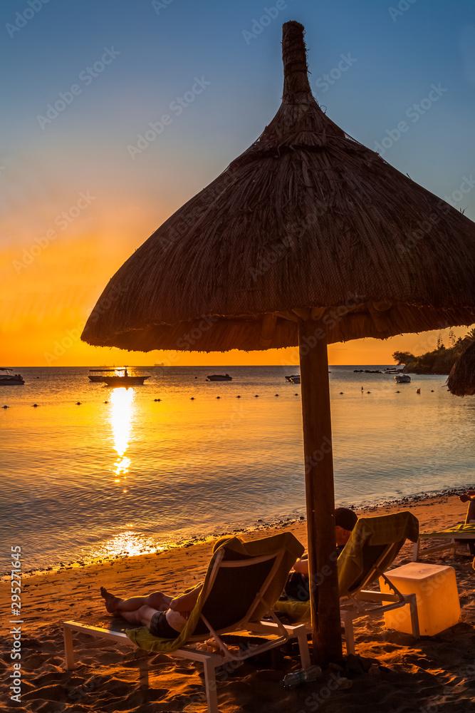 Fototapety, obrazy: sunset on the beach