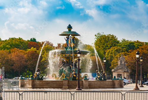 Valokuvatapetti Lovely view of the north fountain in the famous Place de la Concorde in Paris