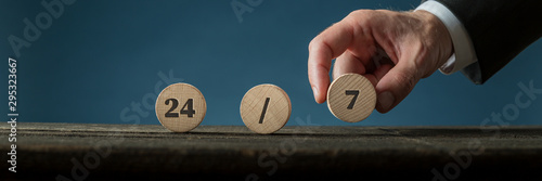 24/7 sign on wooden circles Fototapete