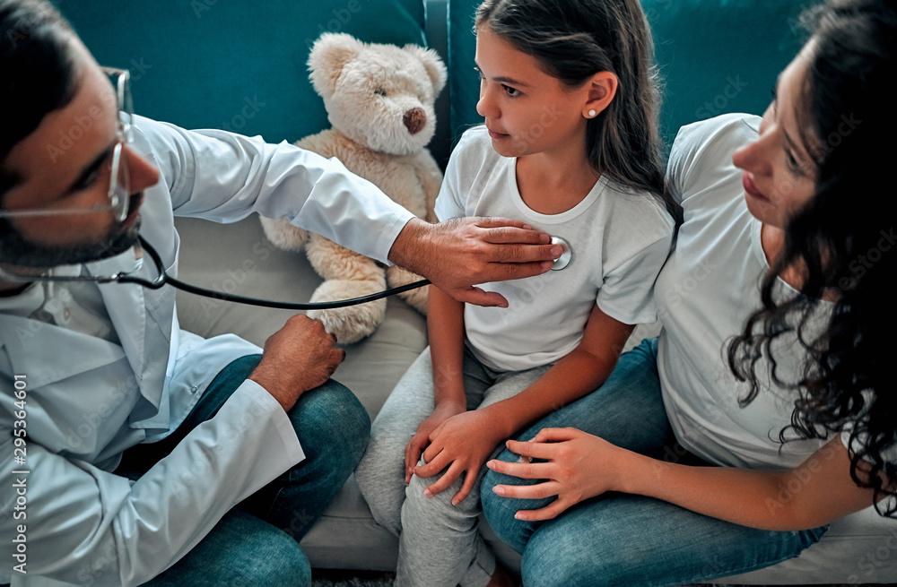 Fototapety, obrazy: Family doctor