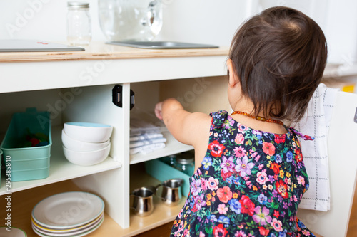 Stampa su Tela Toddler Girl with Play Kitchen