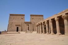 COLONNADE ET PYLÔNE DE NECTANEBO TEMPLE DE PHILAE ASSOUAN EGYPTE