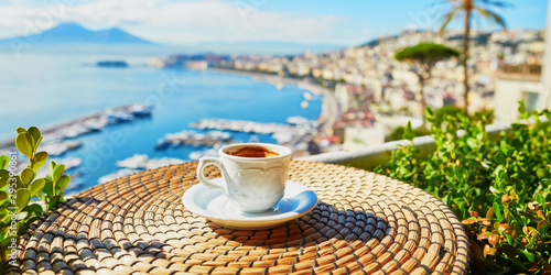 Poster Piscine Cup of coffee with view on Vesuvius mount in Naples