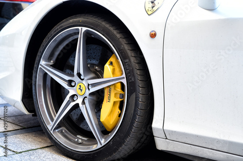 white supercar Ferrari 458 Spider Tableau sur Toile
