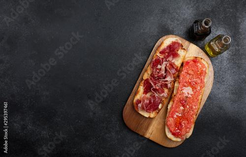 Spanish tomato and ham toast, traditional breakfast or lunch Fototapeta