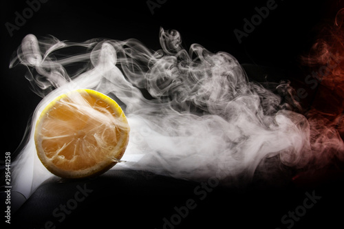 Fotografija  hot cold smoking yellow lemon concept