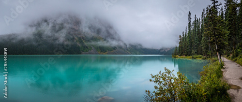 Montage in der Fensternische Landschaft Lake Louise and Fairview Mountain Panorama