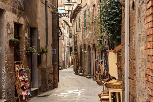 pitigliano-city-street