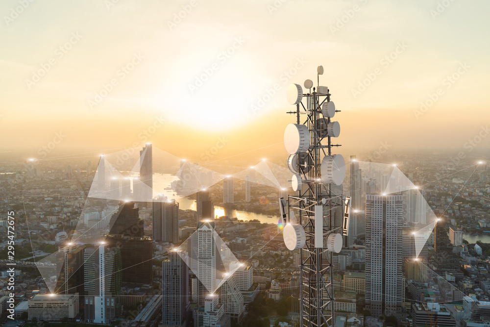 Fototapety, obrazy: Telecommunication tower with 5G cellular network antenna on city background