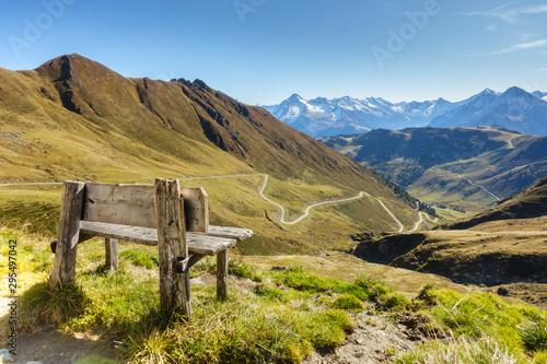 obraz lub plakat Rastbank mit herrlicher Aussicht im Zillertal in Tirol