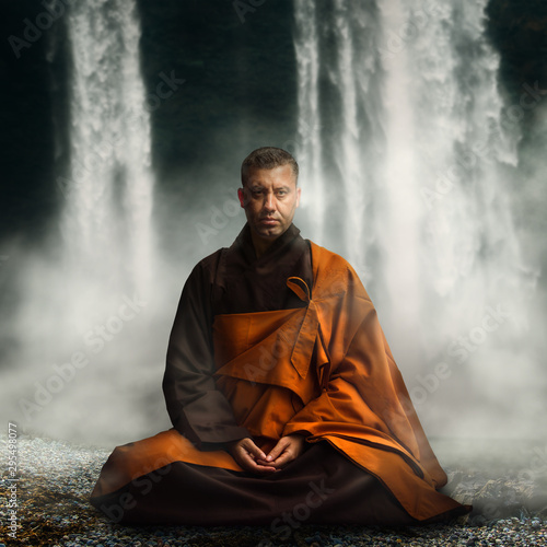 Foto Buddhist monk in lotus position.