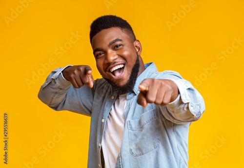 Fototapeta Cheerful african american man pointing fingers at camera obraz