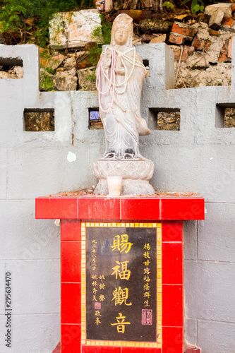 Closeup of single godness statue in Tin Hau Temple, Repulse Bay, Hong Kong Slika na platnu