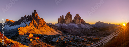 Photo sur Aluminium Marron Tre Cime di Lavaredo at Sunset