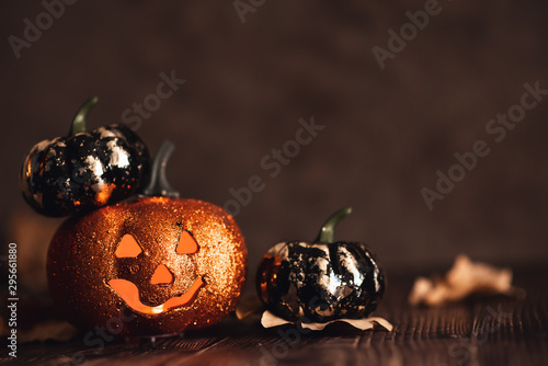 Photo  Halloween pumpkin with candlelight and bokeh background
