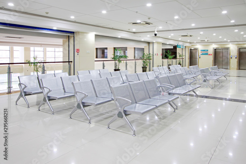 Obraz hospital waiting area chair - fototapety do salonu