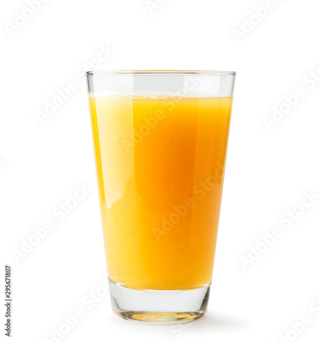 Poster Sap Orange juice in a glass close-up on a white. Isolated