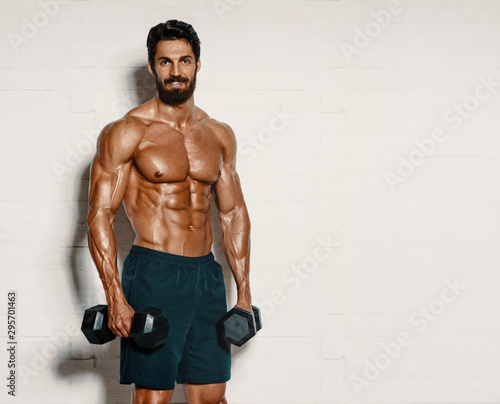 Canvastavla  Handsome Muscular Men, Bodybuilder Lifting Weights. copy space