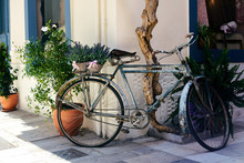 Retro Bicycle In The Old Cozy ...