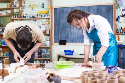 Pinturas sobre lienzo  Claymaking Process Concept