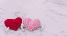 Lovely Pink Heart Use Headphone To Listen Love Song Or Music From Happy Red Heart On White Marble Background With Copy Space. Photo Concept Of Couple, Lover, Melody, Romantic Story, And Valentine.