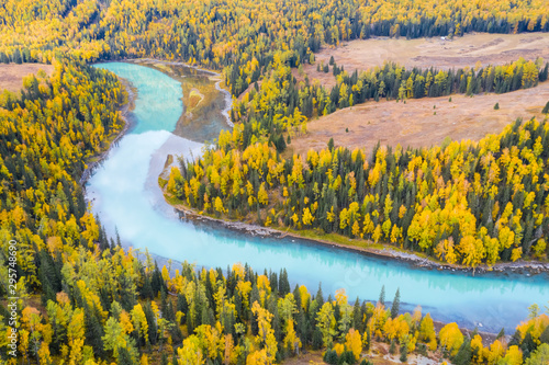 Cadres-photo bureau Miel xinjiang kanas river landscape in autumn