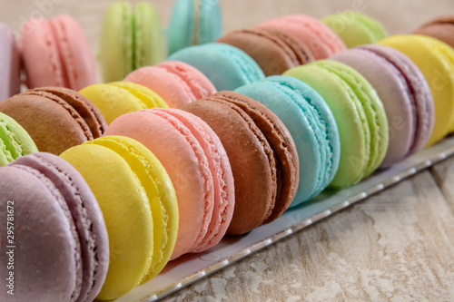 Foto auf Gartenposter Macarons French colorful macarons on the wooden table.