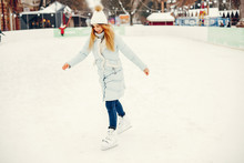 Girl In A Winter Park. Beautif...
