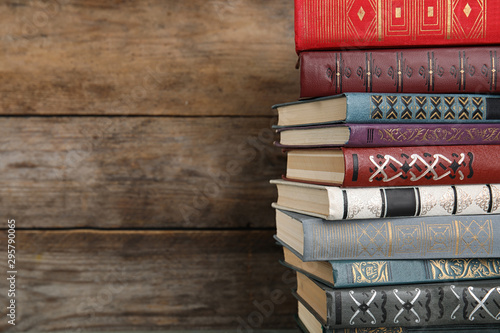 Autocollant pour porte Fleur Stack of hardcover books on wooden background. Space for text
