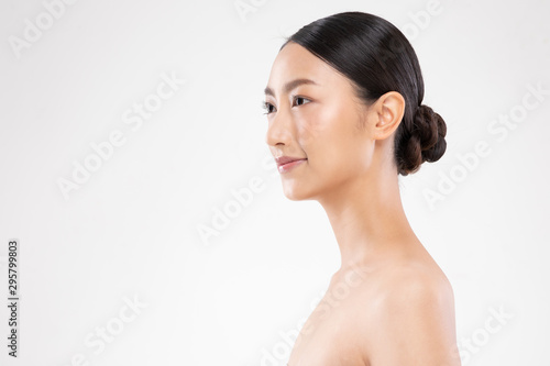 Poster Spa Side view of Beautiful Asian woman smile with clean and fresh skin Happiness and cheerful with positive emotional,isolated on white background,Beauty and Cosmetics Concept