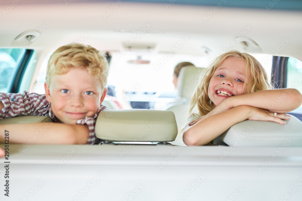 Fototapety, obrazy: Two kids in the back seat in the car
