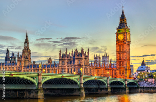 Leinwand Poster The Palace and the Bridge of Westminster in London at sunset - the United Kingdo