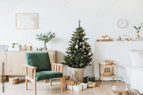 Fotografia  Modern interior design living room with Christmas / New Year decorations, toys, gifts, fir tree