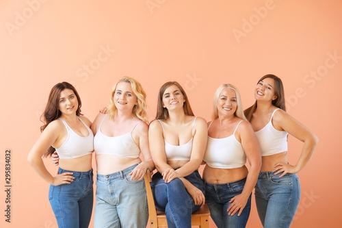Fotografía  Portrait of body positive women on color background
