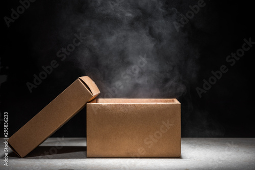 Fotografia opened mystery box with smoke float up on dark background