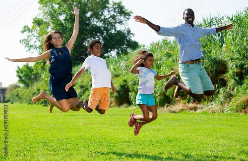 Foto auf Gartenposter Lime grun Cheerful family jumping