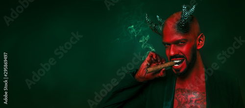 Fotografia smoking red devil